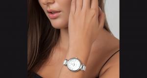 Une montre Jade So Charm ornée de cristaux Swarovski offerte