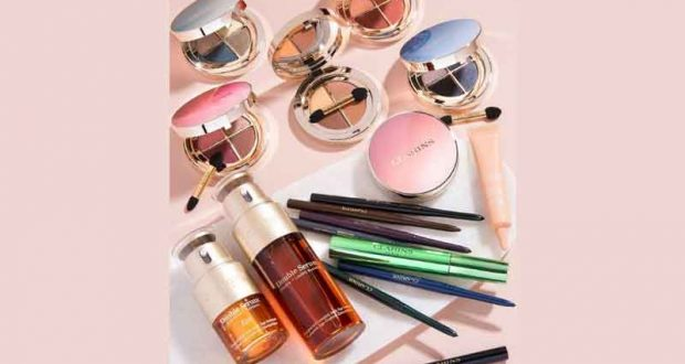 Un lot de 15 produits de soins et maquillage Clarins offert